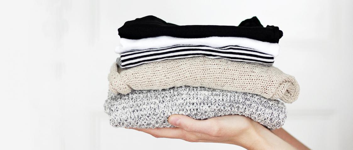 sprzątanie ubrań porządki w szafie