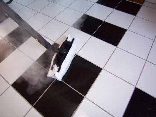 czysta łazienka - mycie kafelków